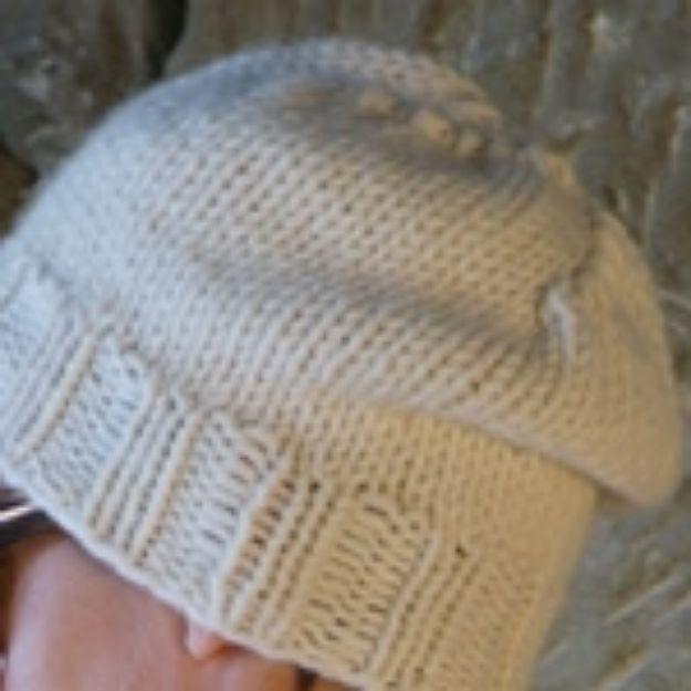 Bild von Mütze in glatt rechts mit Rippenbündchen und betonten Abnahmen 8